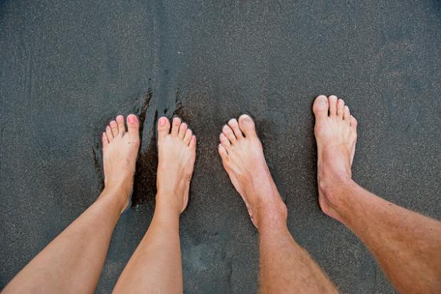feet-love-beach