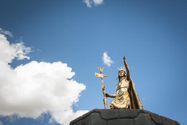 mayan gold statue